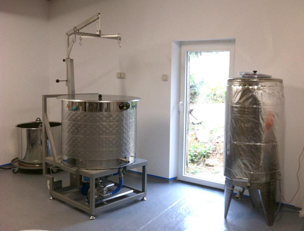 La cuve matière et fermenteurs de la Brasserie Viensoise